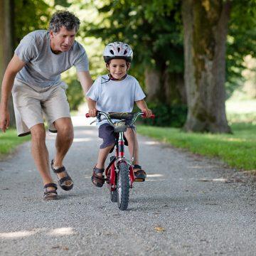 Kako da deca bezbedno voze bicikl, trotinet i skejtbord?